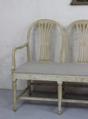 Estimate Swedish bench in Gustavian style from the beginning of the 20th century.
