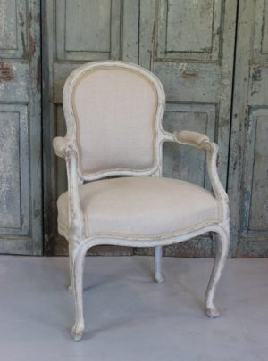 French new rococo chair from the end of 1800, new reupholstered with linen.