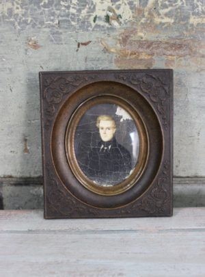 Small nice French 19th century metal frame from Paris.
