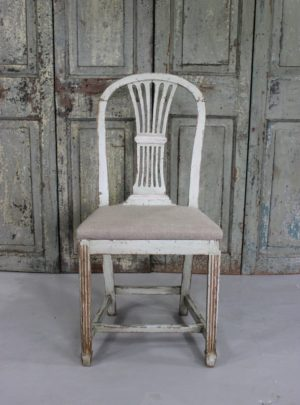 Fine Swedish original painted 19th century chair with new linen.