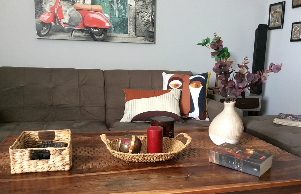 Family room coffee table, basket trays