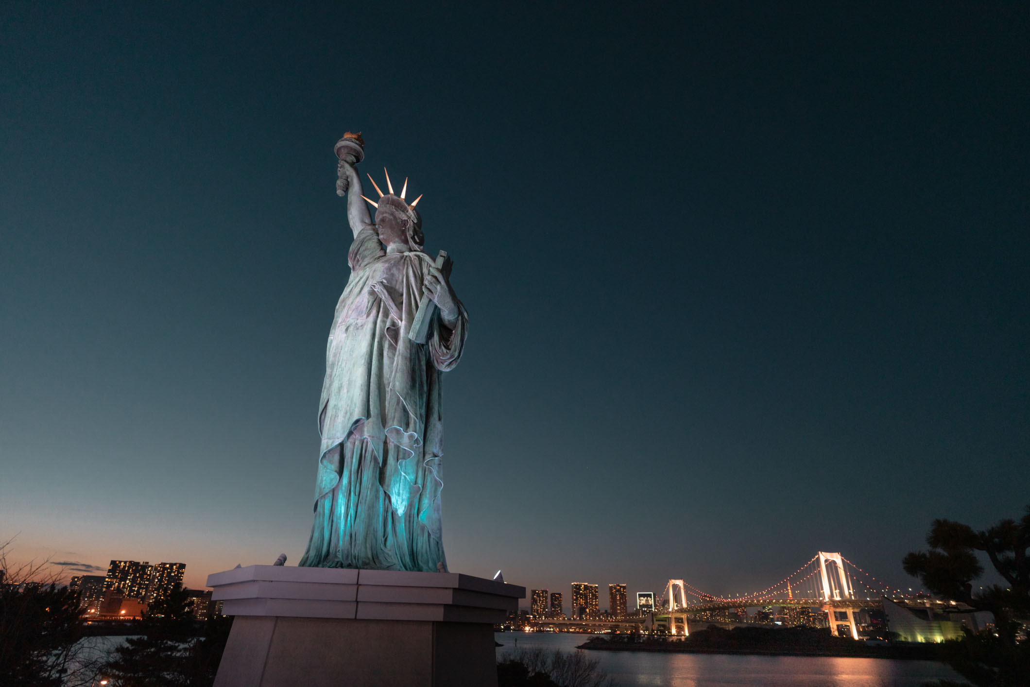 Things To Do In Odaiba Tokyo -Don't Miss The Statue of Liberty And The Rainbow Bridge