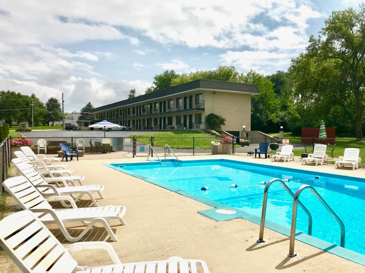 Best Motel in Lake Geneva: Geneva Wells Motel, where to stay in lake geneva, wisconsin
