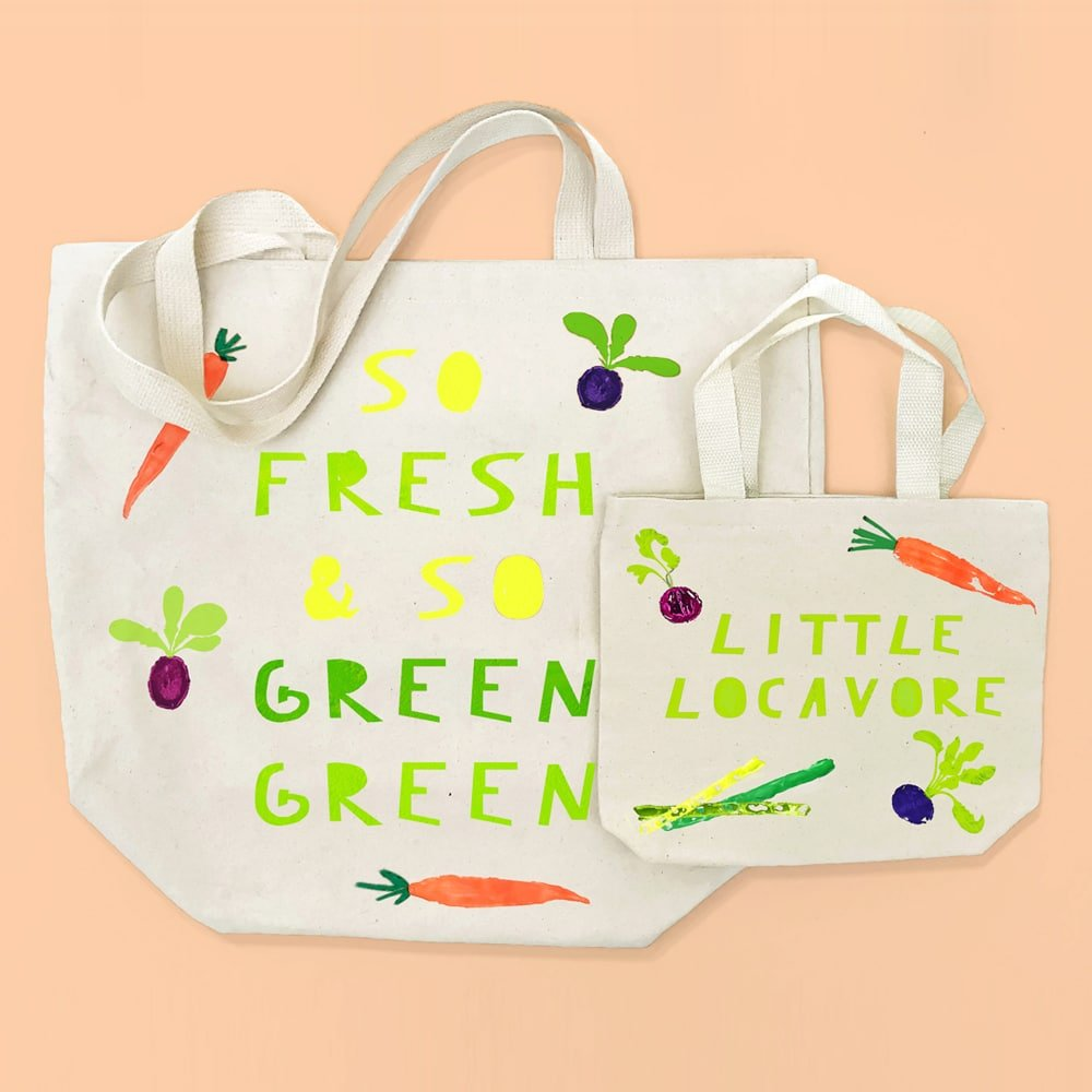 Make an adorable vegetable-stamped parent and kid set of DIY farmers' market totes