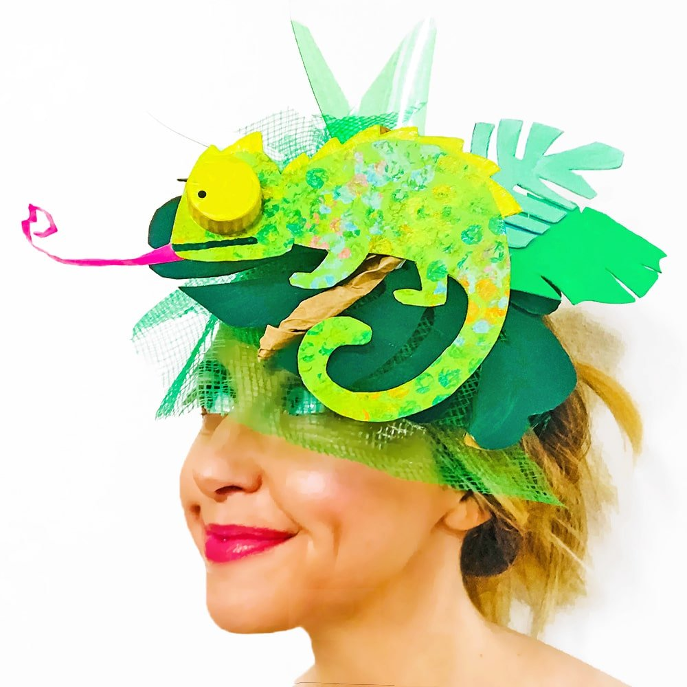 Use bubble wrap to print a cute crafty chameleon, then combined with recycled materials for an upcycled jungle-themed DIY fascinator! | via barley & birch