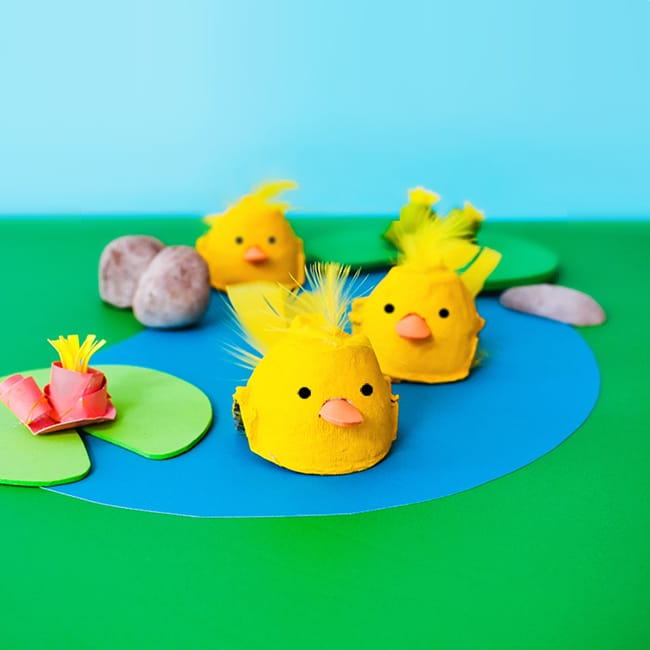 Craft an adorable floating duckling out of an egg carton and a baby food jar lid! It couldn't be easier and is perfect for pretend play, sensory bins or small worlds!