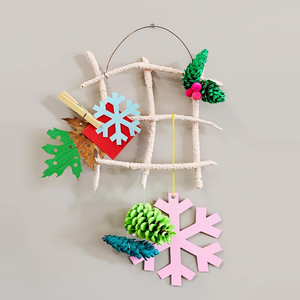 Use simple nature supplies to make your own DIY hanging holiday card holder. A festive activity for kids! | via barley & birch