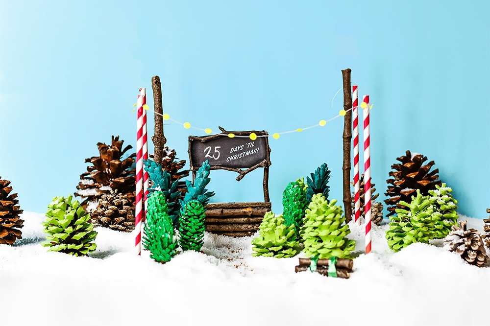 Create an easy Christmas countdown with this adorable DIY pine tree lot scene! | via barley & birch