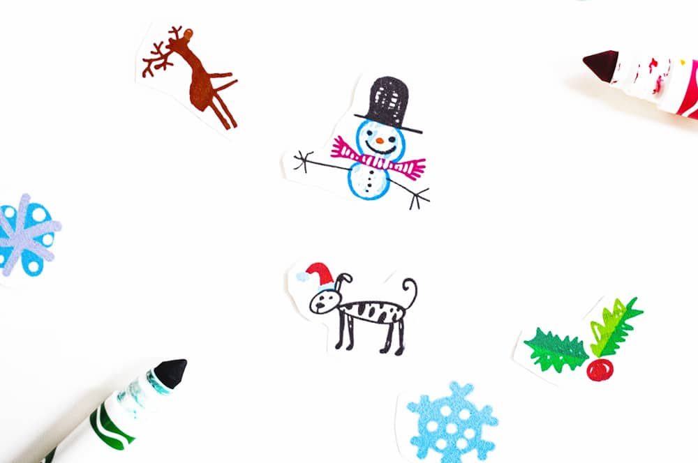 Use pens, markers, crayons or other drawing tools to draw your ornaments