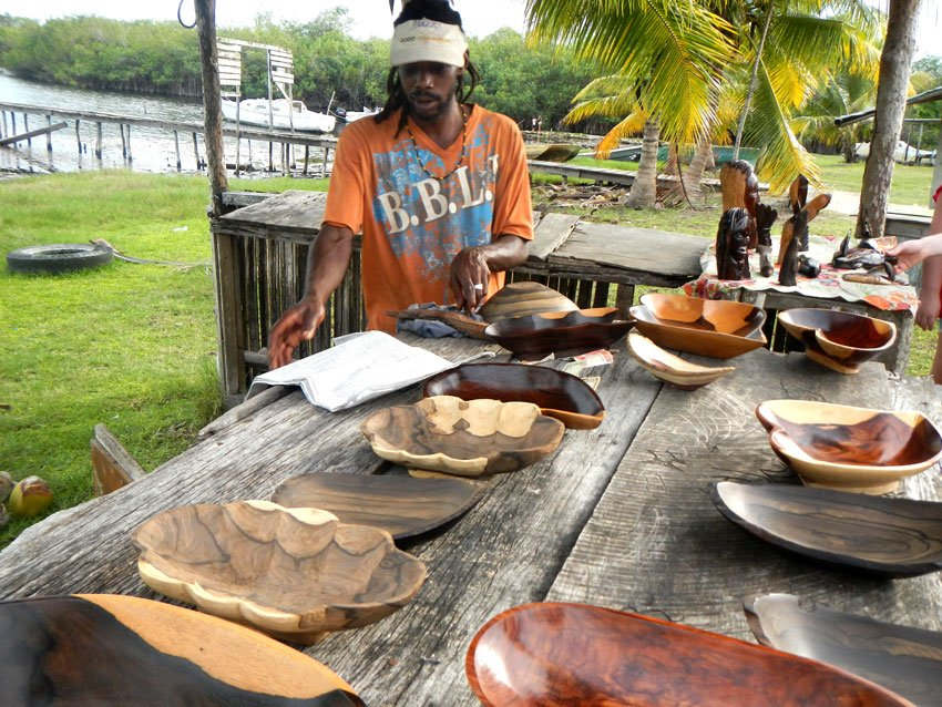 belize_souveniers_carvings_travel_guide_chaa_creek