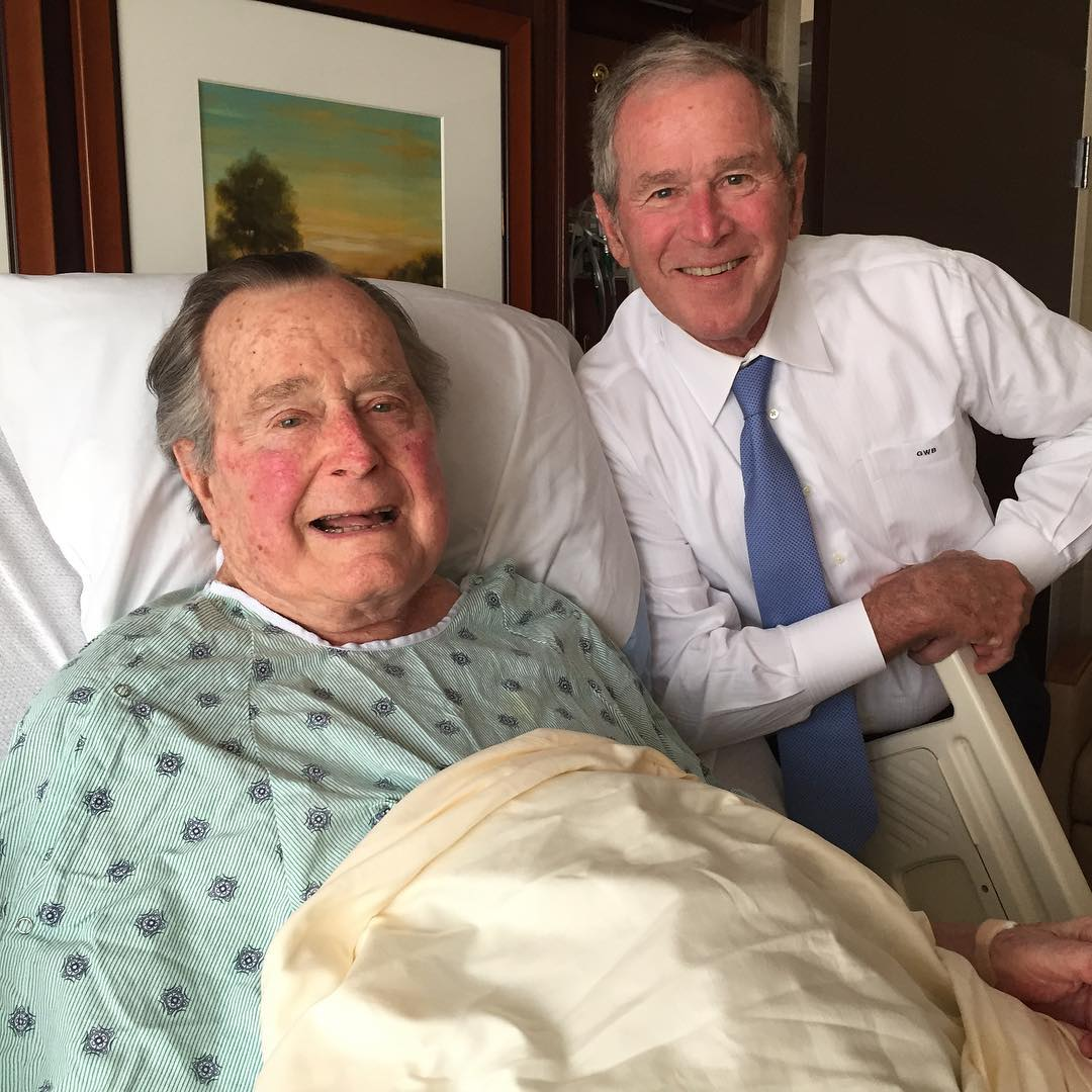 George HW Bush (kiri) dan putranya George W Bush. (Instagram/@georgewbush)