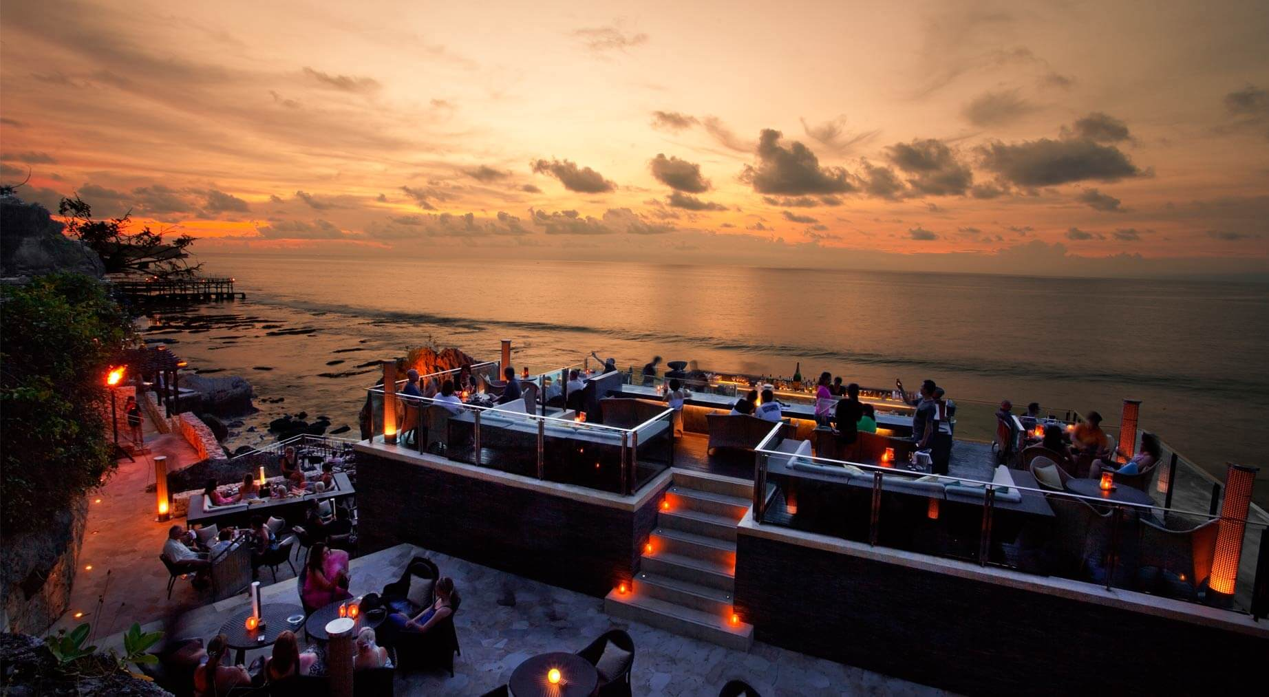 Rock Bar di Ayana resort Bali. (Ayana.com)