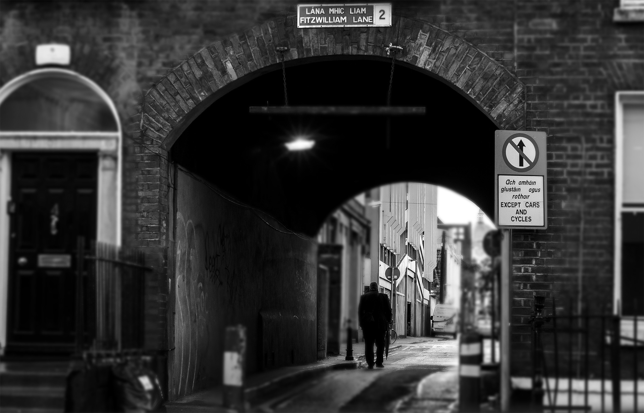 dublin alleyway black and white