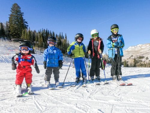 family of kids skiing together