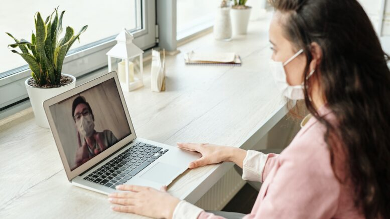 discover-how-to-communicate-digitally-with-colleagues-online