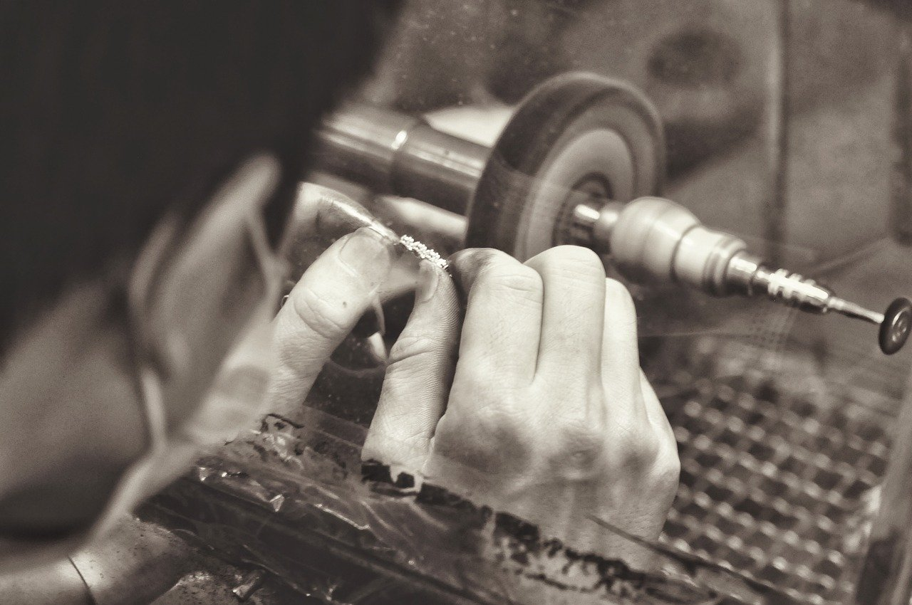 4-steps-to-creating-jewellery-business