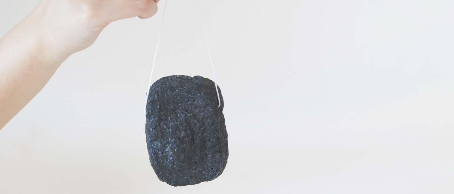 Hang up your sponge to dry it out after using