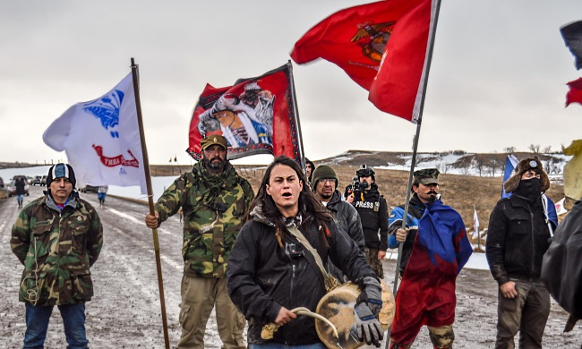 Veterans, water protectors and the independent media facing riot police. Photo by Rob Wilson.
