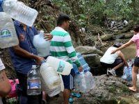 Residents obtain water from a natural source from the hill El Avila after the water supply was suspended in a nationwide blackout on March 10, 2019 in Caracas, Venezuela. More than 70 percent of the country was in darkness amid an ongoing political dispute between President Nicolas Maduro and self-declared interim president Juan Guaido.  (Photo: Edilzon Gamez/Getty Images/TNS)