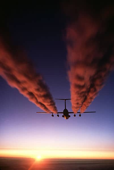 402px-C-141_Starlifter_contrail