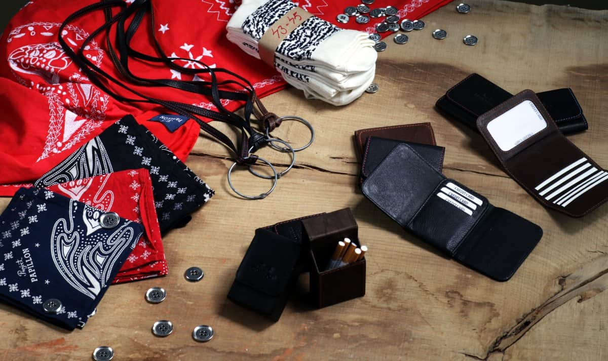 acessories-on-table