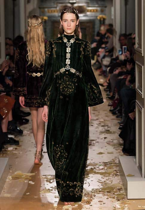 valentino-spring-2016-couture-dress-pfw-ss16-5-black-gold-velvet-gown