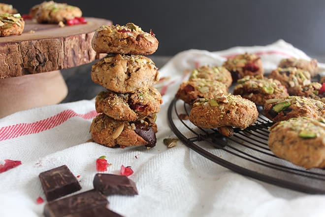 pistachio-crusted-chewy-chocolate-chip-cranberry-cookies7
