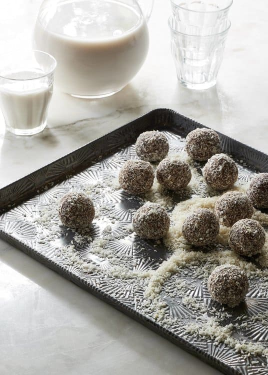25 Vegan Protein Ball Recipes better than cookies