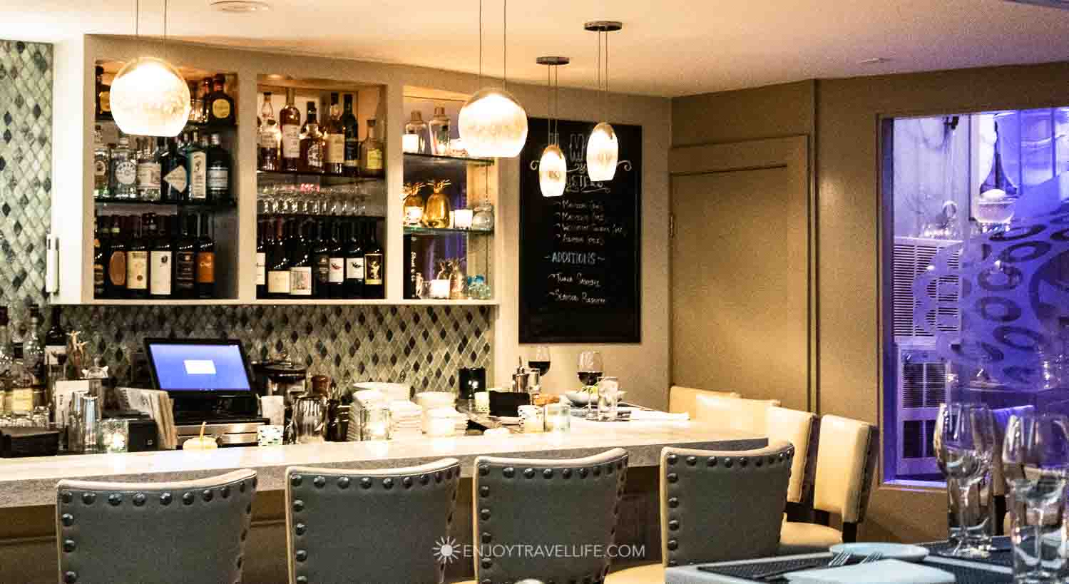 North End Seafood Restaurant -Bar at il Molo in Boston