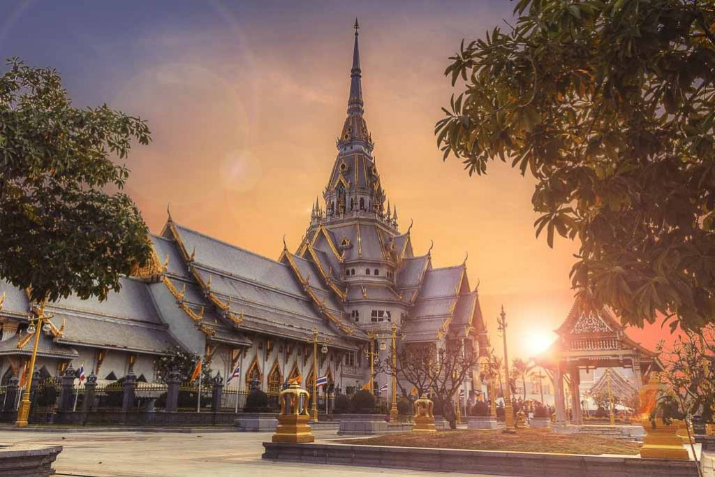 7 Do's and Don'ts In Thailand: a Thai temple