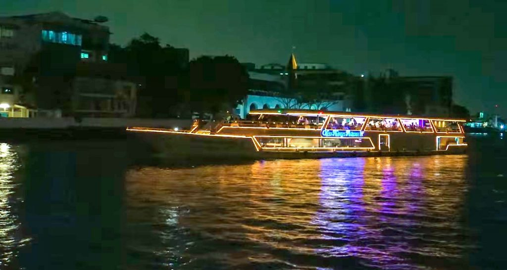 1 Day Itinerary for Bangkok: Take a Thai river cruise