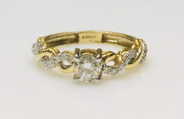 ring gold white diamond design