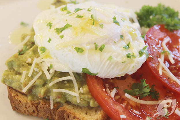 Gluten-Free Food: Avocado Toast with Fresh Tomato & Poached Egg