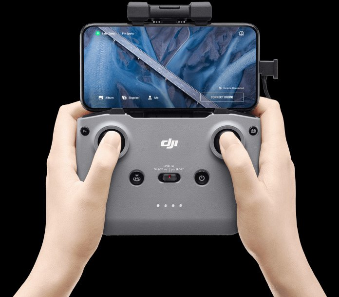 The new DJI controller which is shared between the Mavic Air 2 and the Mini 2 drone