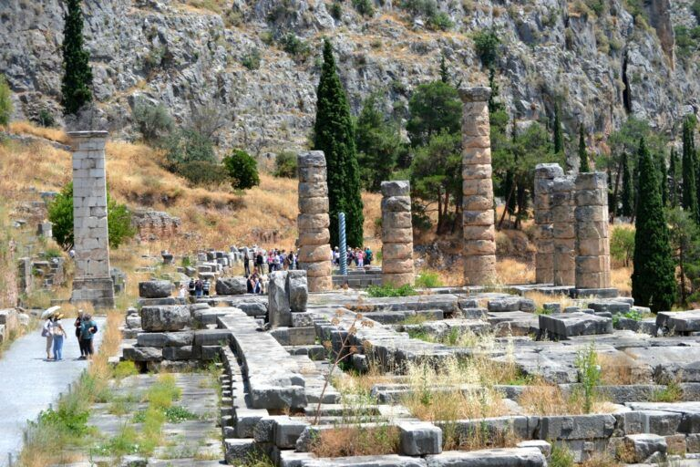 Travel to Greece: a day trip to Delphi, a world heritage monument
