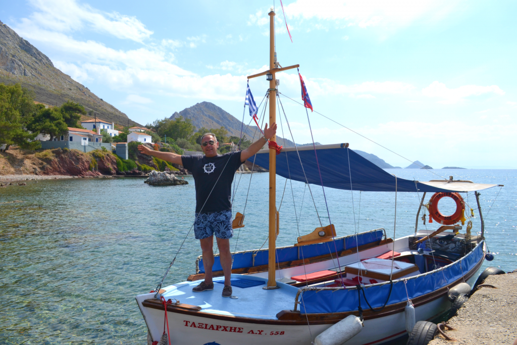 Family holidays in Hydra with kids. Taxi boat.