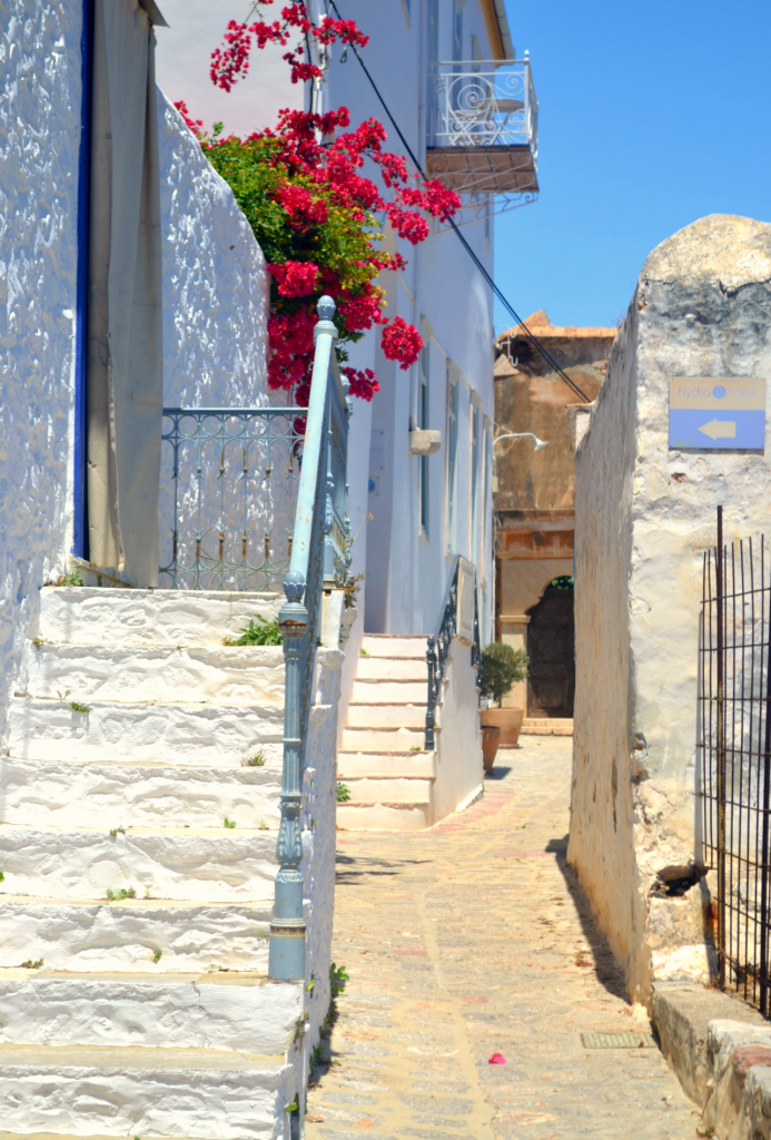 Family holidays in Hydra with kids. Alleys of Hydra
