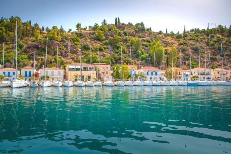 Chartering a yacht in Greece