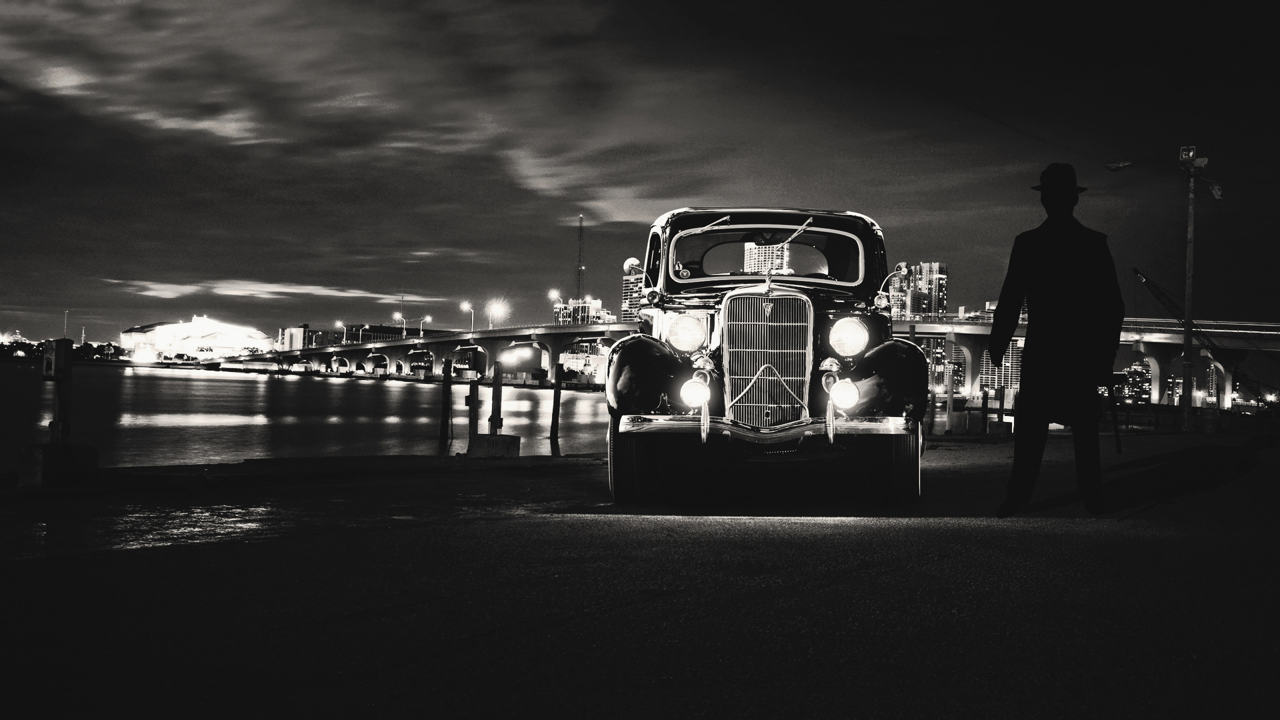 Black And White Vintage Car Wallpaper