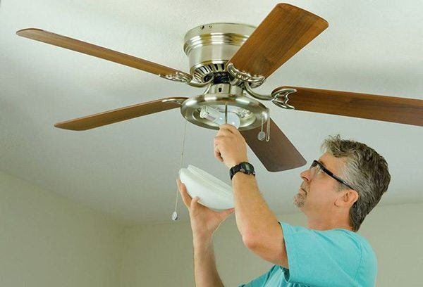 2 easy guides on how to remove a ceiling fan 1
