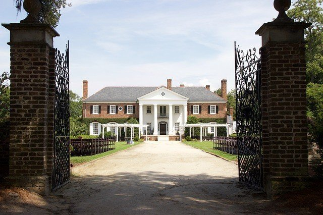 plantation home in Charleston, USA