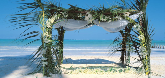 Breezes Beach Club wedding on beach setup
