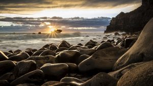 new zealand rocky coast for honeymooners