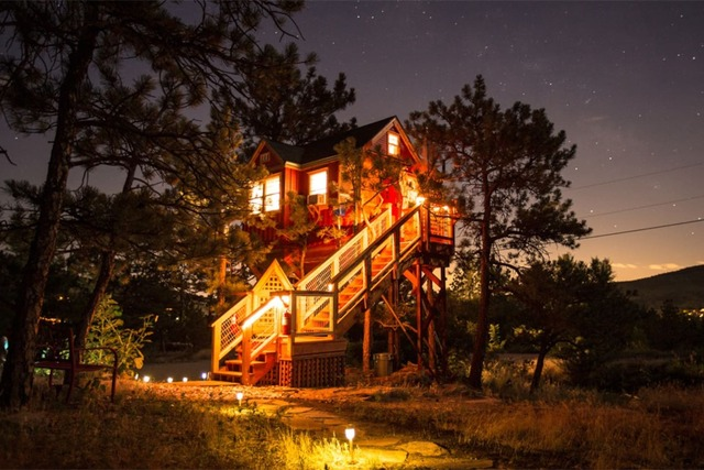 Secluded red treehouse cabin in colorado