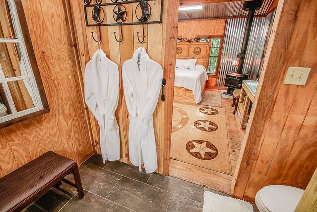 Romantic cabin in Tyler, bathroom with robes