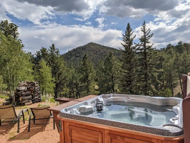 Hot tub and beautiful mountain view