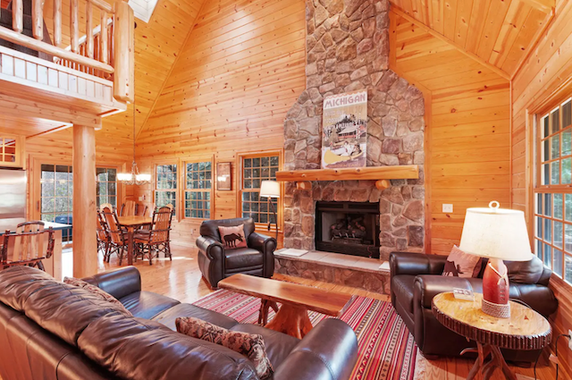 Cozy Saugatuck Cabin With Hot Tub & Fire Pit