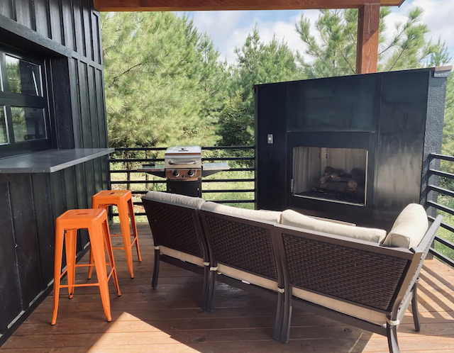 Bella Cresta Cabin patio fireplace and seating area