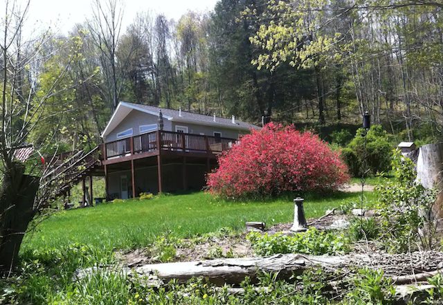 Pennsylvania Secluded Lodge Retreat Cabin with Hot Tub