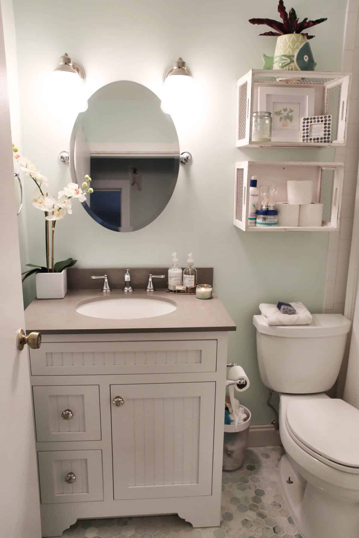 What Colors Work Best In Small Bathroom